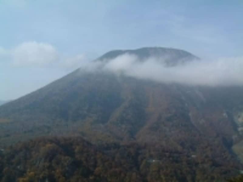 明智平展望台から眺める男体山