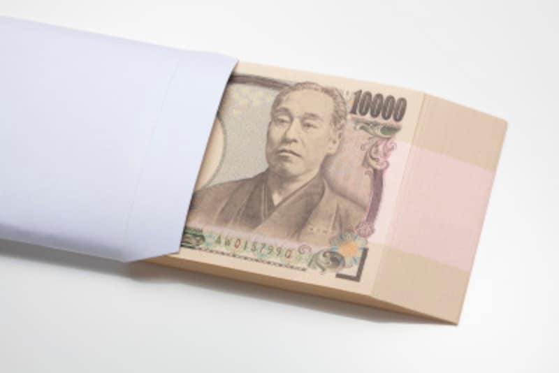 日本には、相手を思いやる心のあらわれとして、現金や品物を贈る習慣があります。のし袋もそういった習慣から受け継がれてきたものです