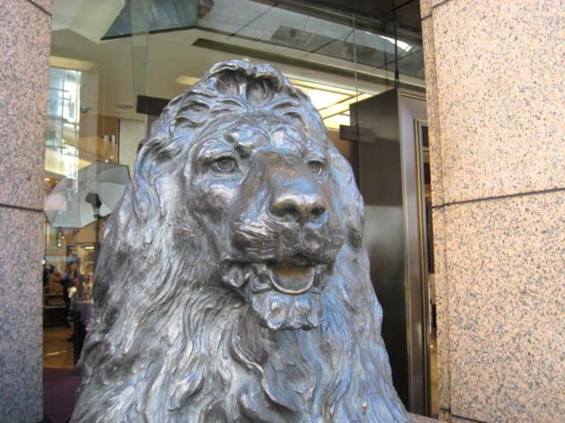 銀座三越前のライオン