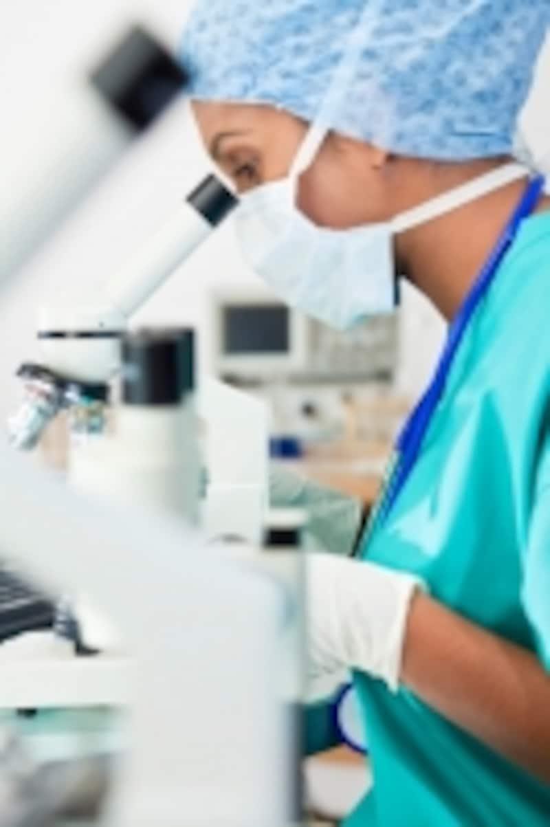 顕微授精は名前の通り、顕微鏡下で授精を行います。