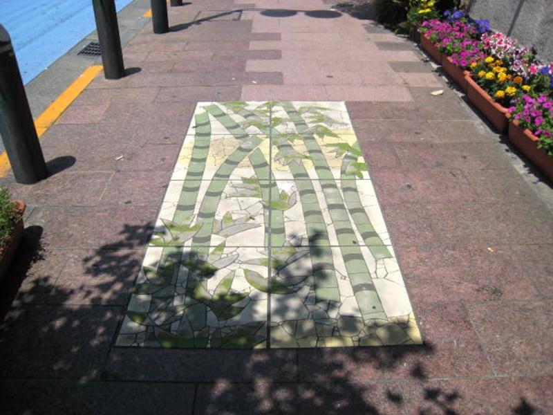 路上の竹模様