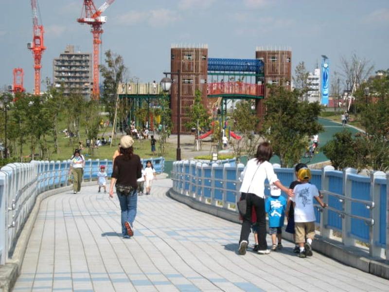 公園内の子どもの遊び場
