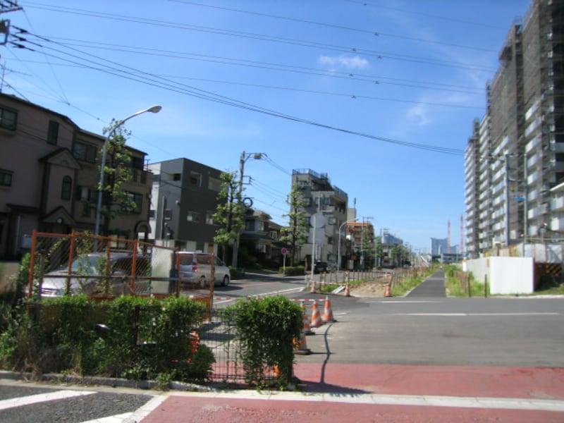 再開発エリアに面した住宅街
