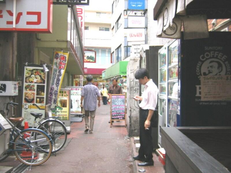 路地の自販機
