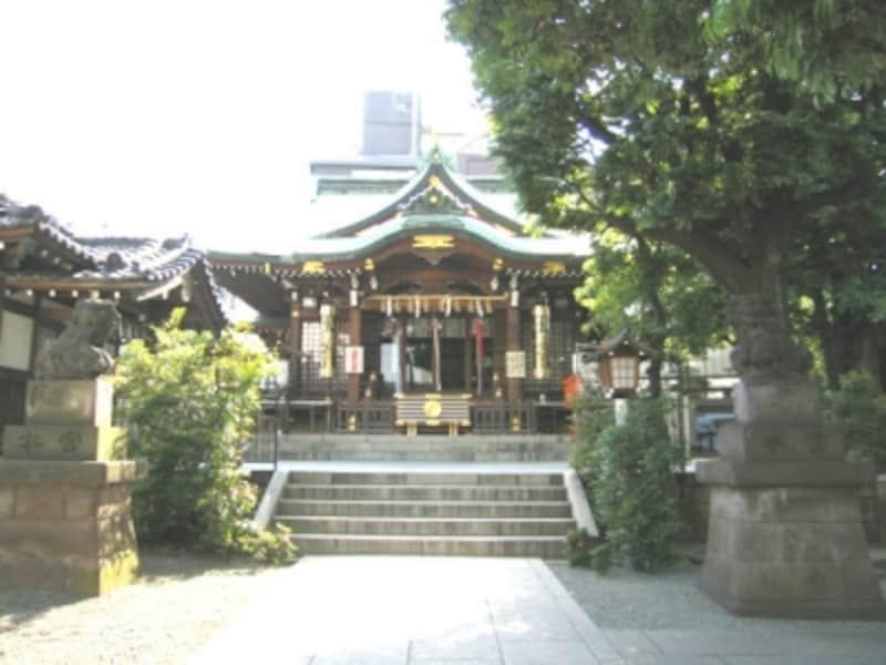 山手通りと目黒通りの角にある大鳥神社。冬は酉の市(とりのいち)でにぎわう(2007年撮影)