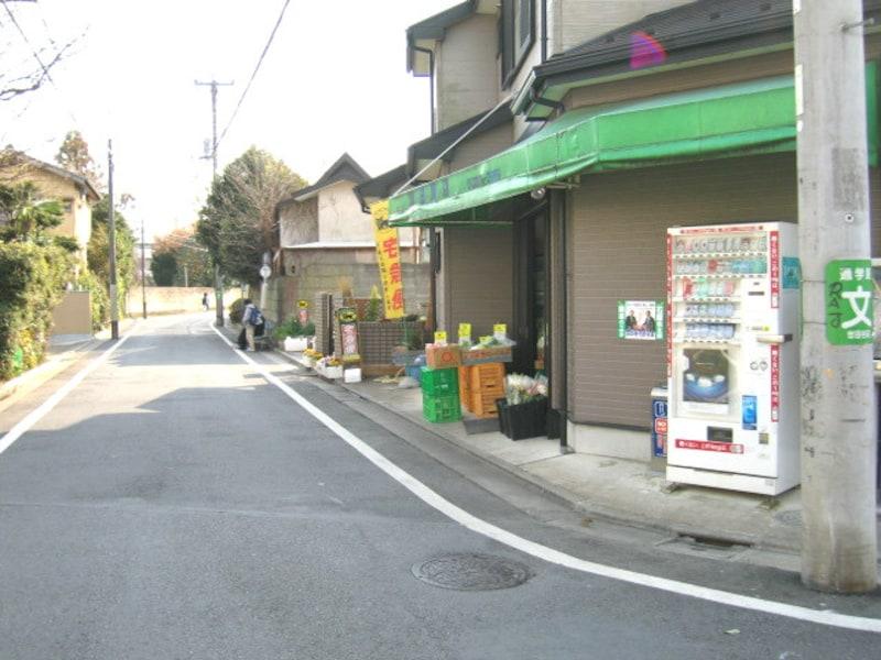 住宅街の中の小規模店舗