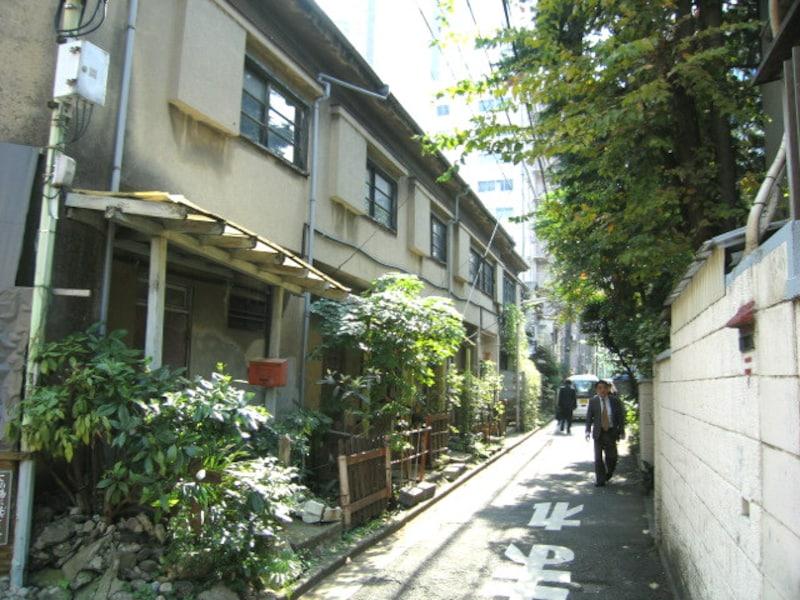 西新宿の路地