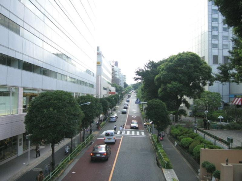 ホテルの間の坂