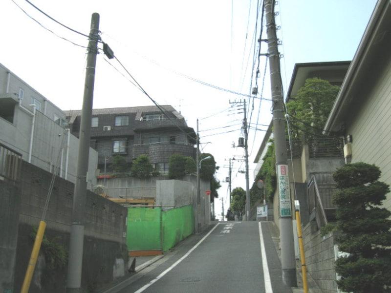 諏訪山への坂道