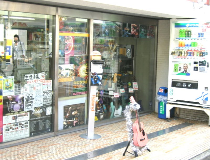 下北沢の楽器店