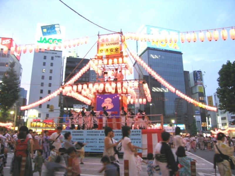 恵比寿駅前の盆踊り