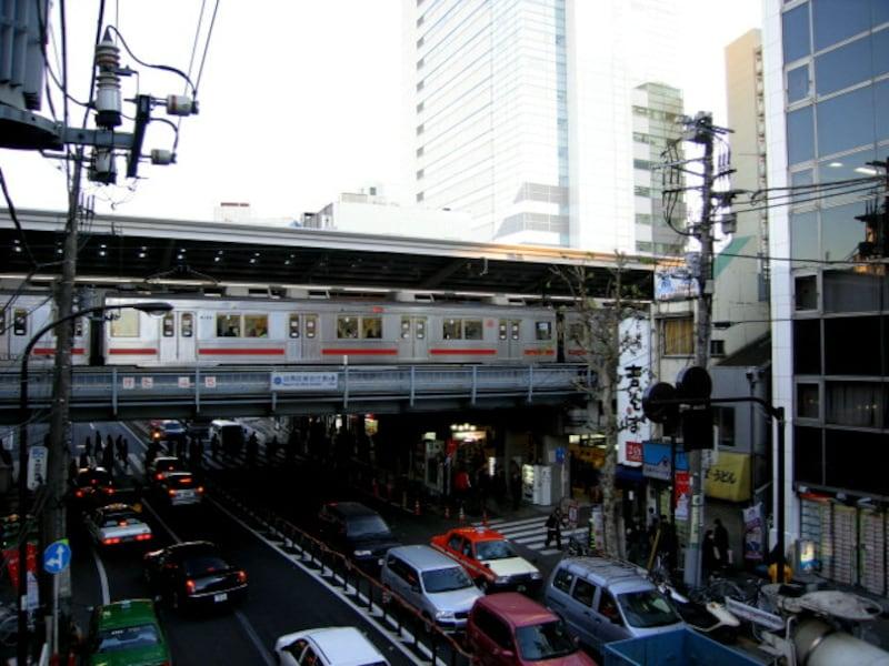 中目黒駅と山手通り