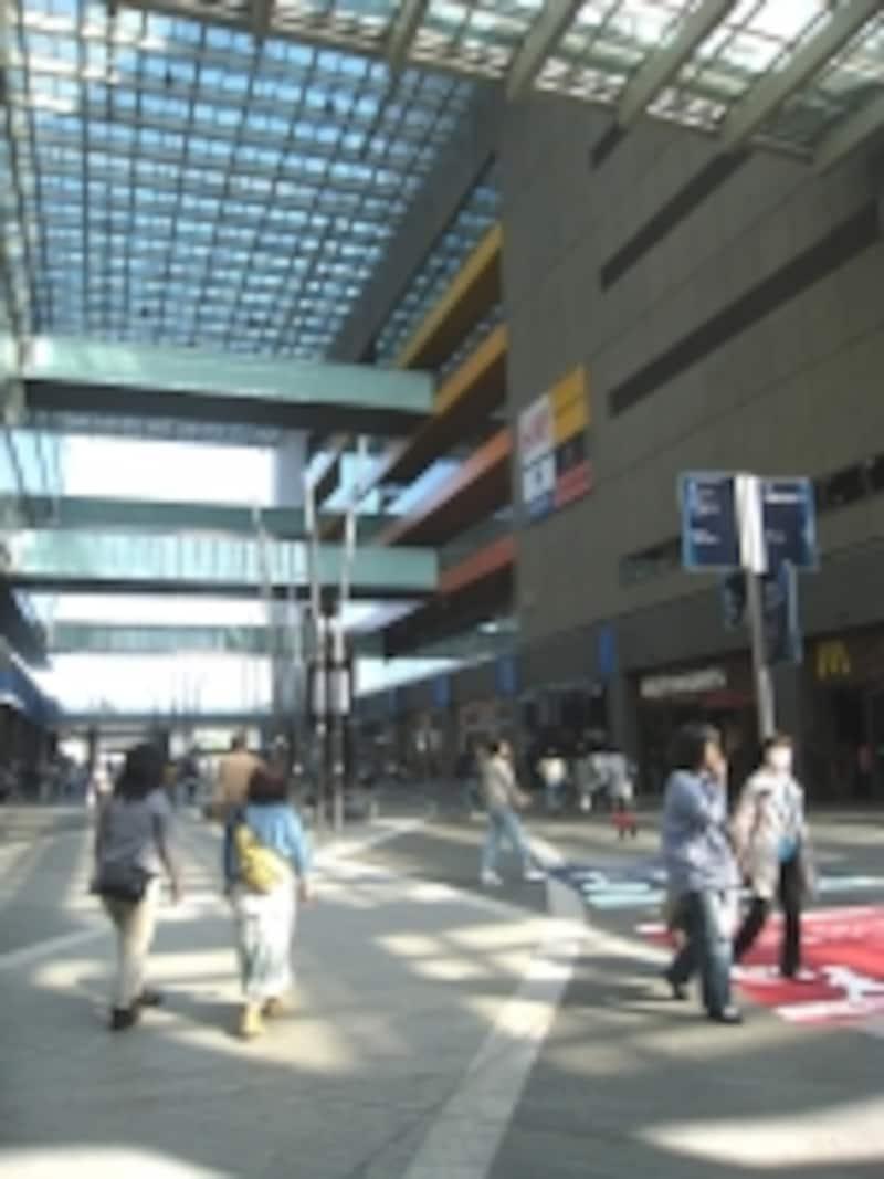 ショッピングセンター内の通り