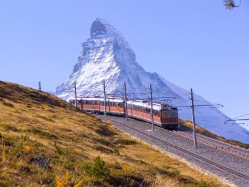 ゴルナグラート展望台に向かう登山電車とマッターホルン