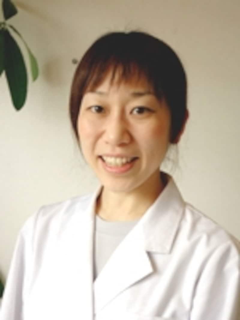 AllAbout肩こり・腰痛ガイド檜垣暁子さん。横浜市にある「あきカイロプラクティック治療室」のカイロプラクターでもあります