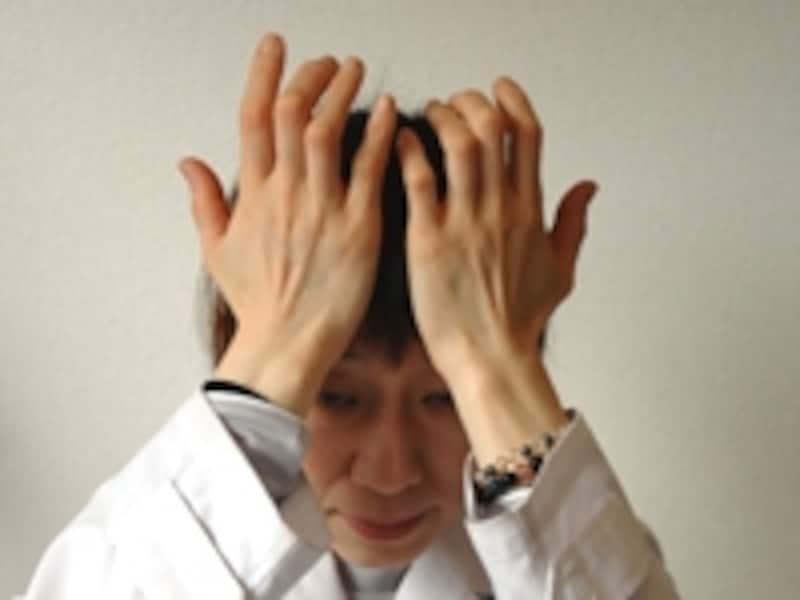 手のひらのやわらかい部分で軽くマッサージ