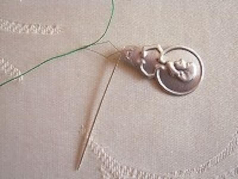 糸が針穴に通らない……ストレスになるようなら、便利なグッズを利用してみても