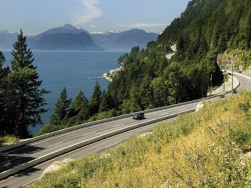 ハウ海峡の景色が美しいシートゥースカイハイウェイundefined(C)TourismWhistler