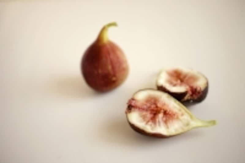 イチジクの果実は、実ではなく花房。粒粒がそれぞれ花なのです。