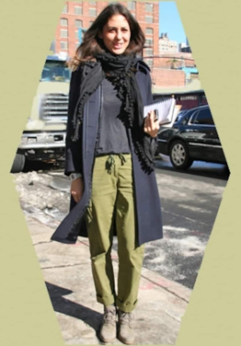 デザートブーツ+パンツ裾をロールアップ