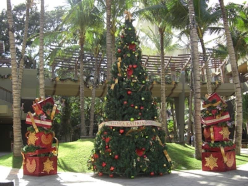 クリスマスが終わってもツリーやデコレーションが楽しめるハワイのお正月