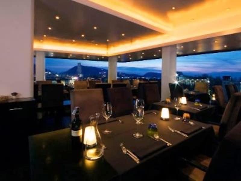 地中海料理、スイス料理、タイ料理が楽しめるレストラン