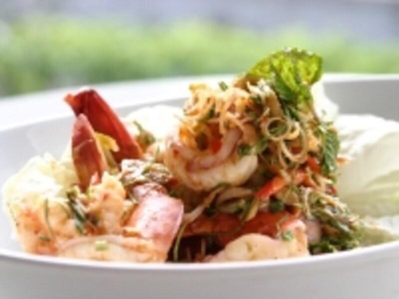 タイのサラダは辛さの中に酸味が効いていてパンチのある味