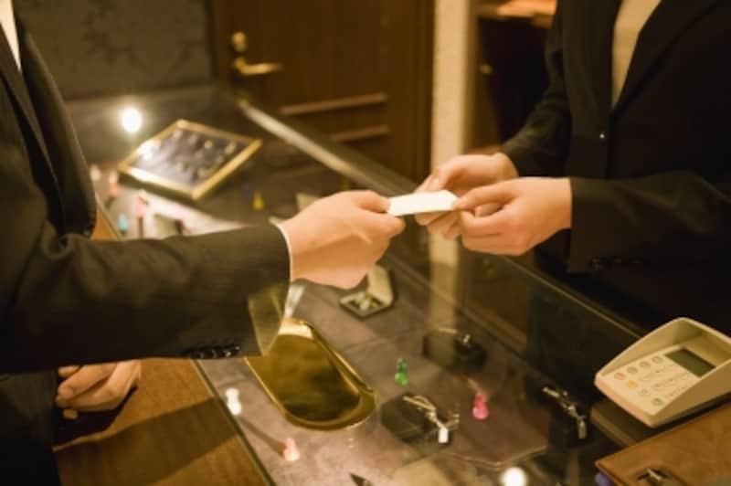旦那様の金遣いが急に荒くなっていないか、チャンスがあればクレジットカードの明細書を見てみましょう