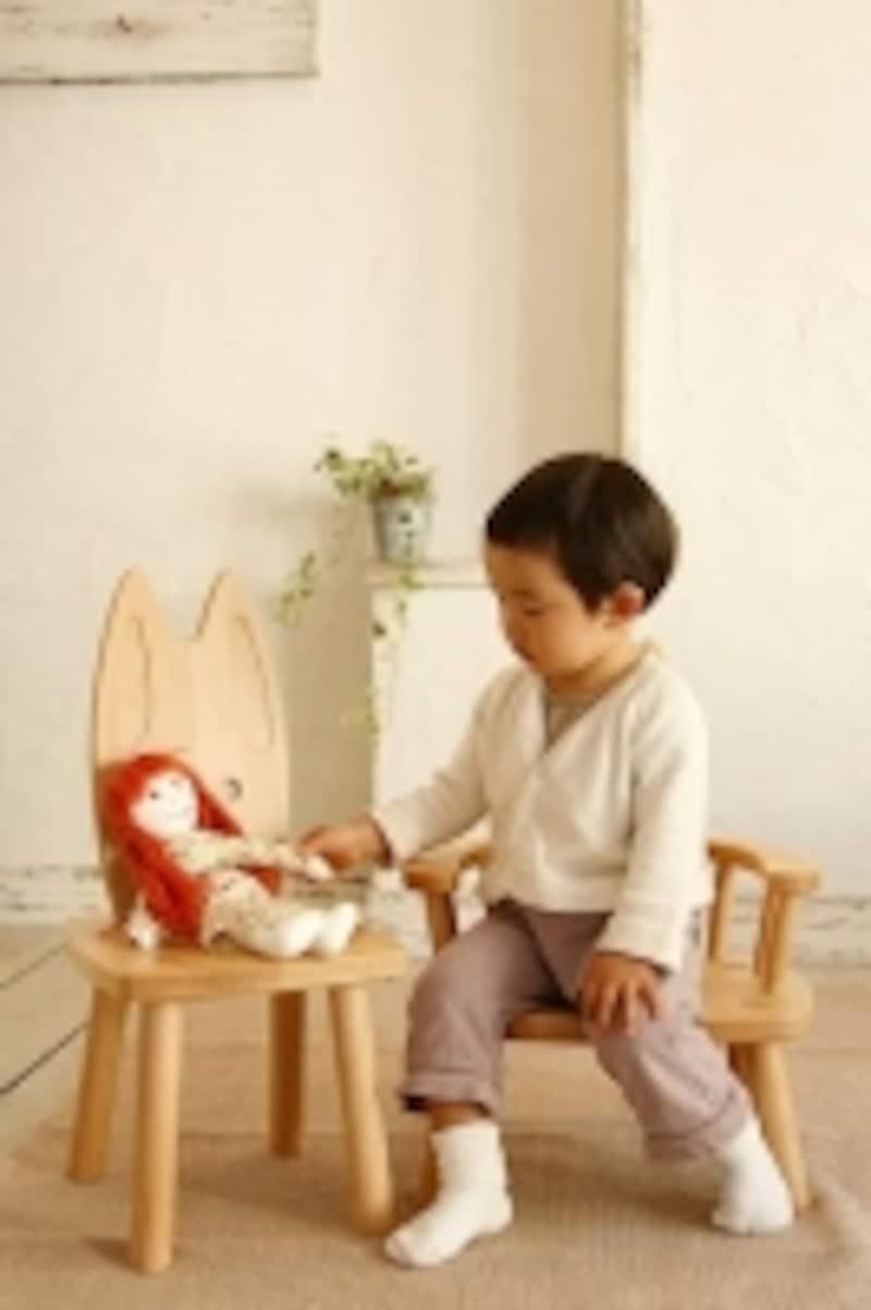 小さな椅子は遊びのシーンをより豊かにしてくれます