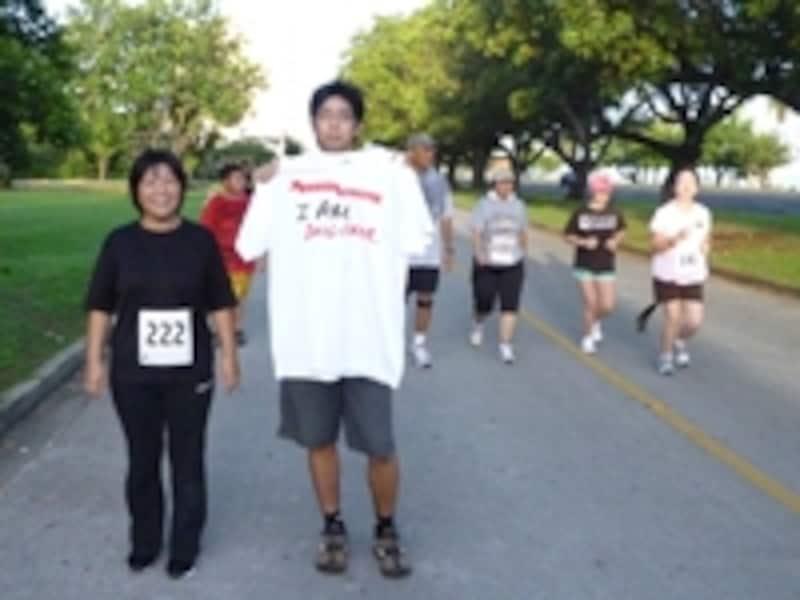 レース前日にジョグしていたらランニングの大会をやっていた。毎週土曜日にテーマを決めておこなっているとのこと。この日のテーマは「DRUGundefinedFREE」(麻薬撲滅)