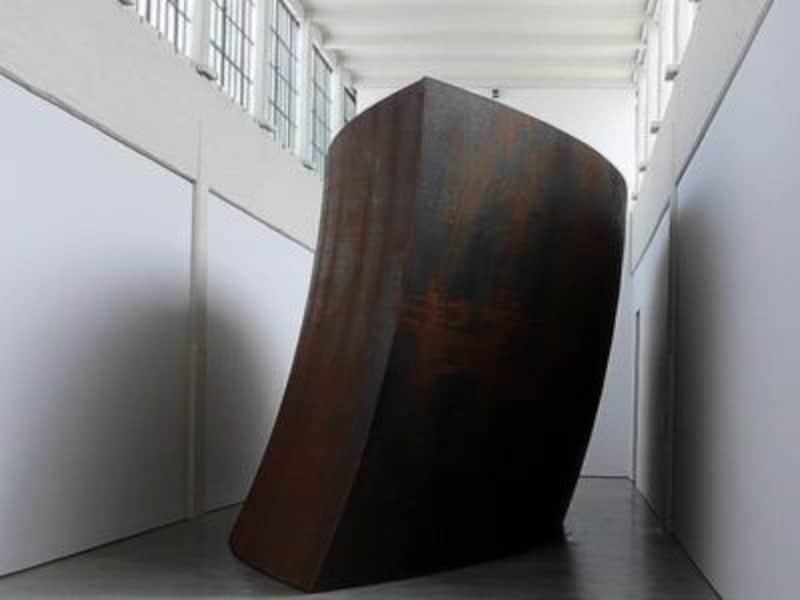 リチャード・セラの作品を目当てに訪れる人も多い