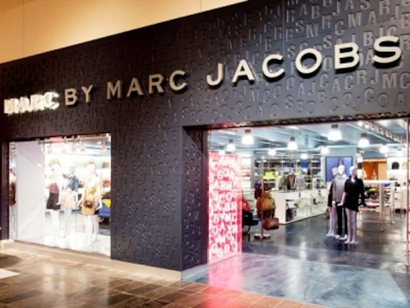 最旬のファッションブランドが並ぶ1階ブティックホール