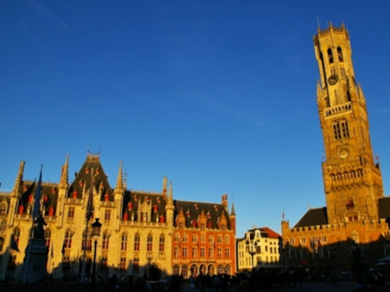 マルクト広場の鐘楼と州庁舎