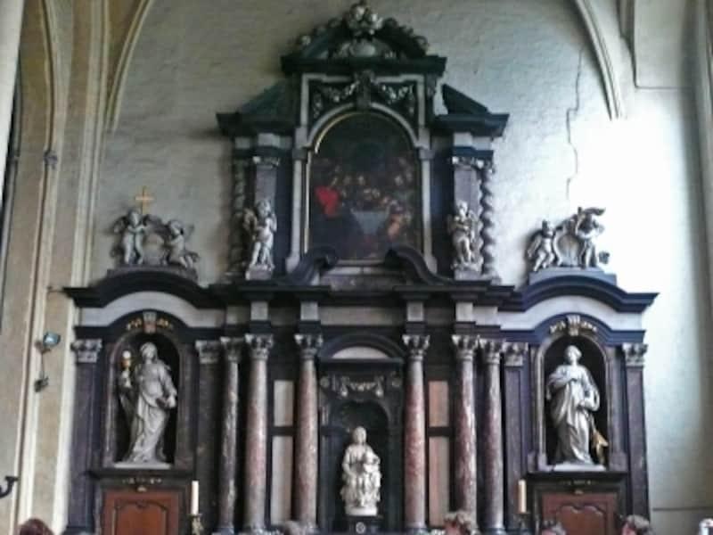 ノートルダム教会の聖母子像