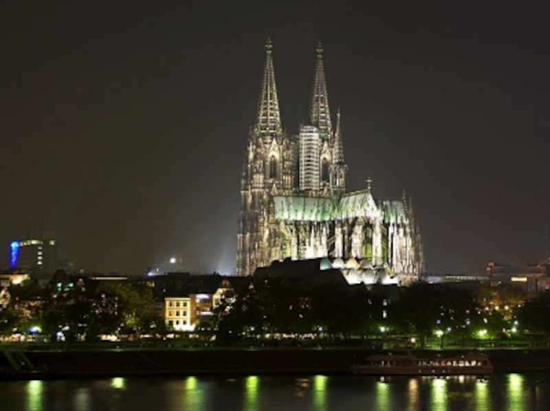 神々しいまでに輝くケルン大聖堂