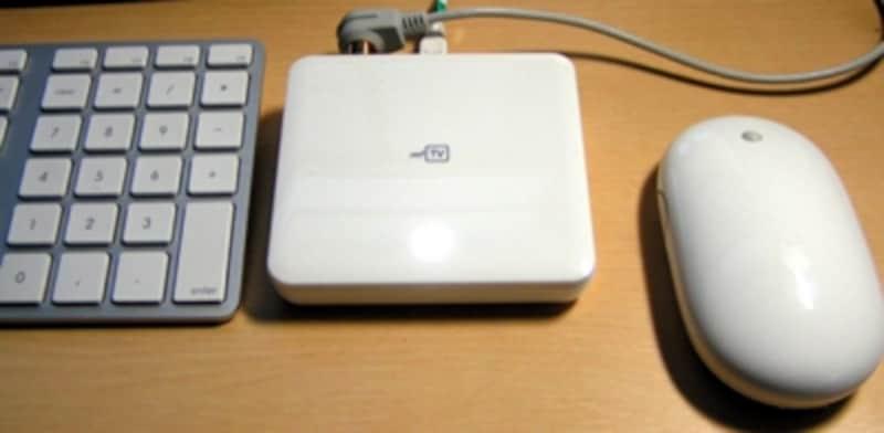 Macのキーボードとマウスと比較しても非常にコンパクトにできています