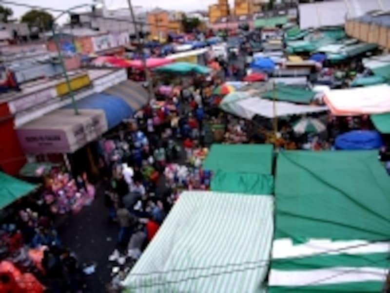 市場の近くなど混雑する場所では、スリやひったくりに注意!