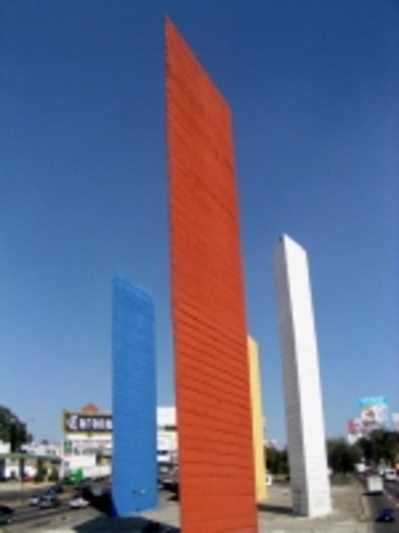 ルイス・バラガン設計による巨大モニュメント、サテリテタワー