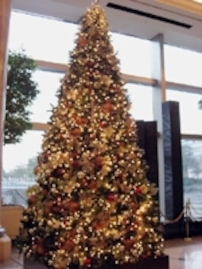 夕日をイメージした「サンセットクリスマスツリー」