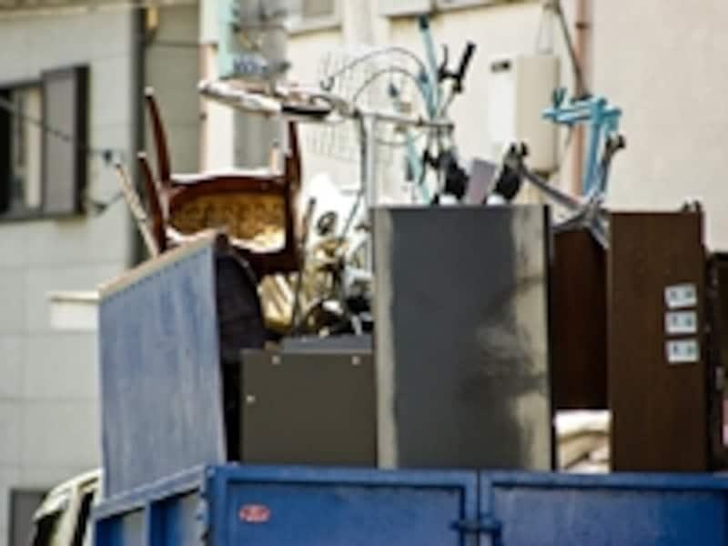 リフォーム業者が捨てると産業廃棄物。タンスは粗大ゴミとして個人で処分するほうが安いことも