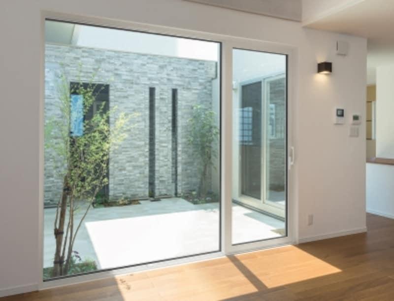 テラスやデッキなどの屋外とのつながりにも配慮したい。[APW431undefined大開口スライディング]undefinedYKKAPundefinedhttp://www.ykkap.co.jp/