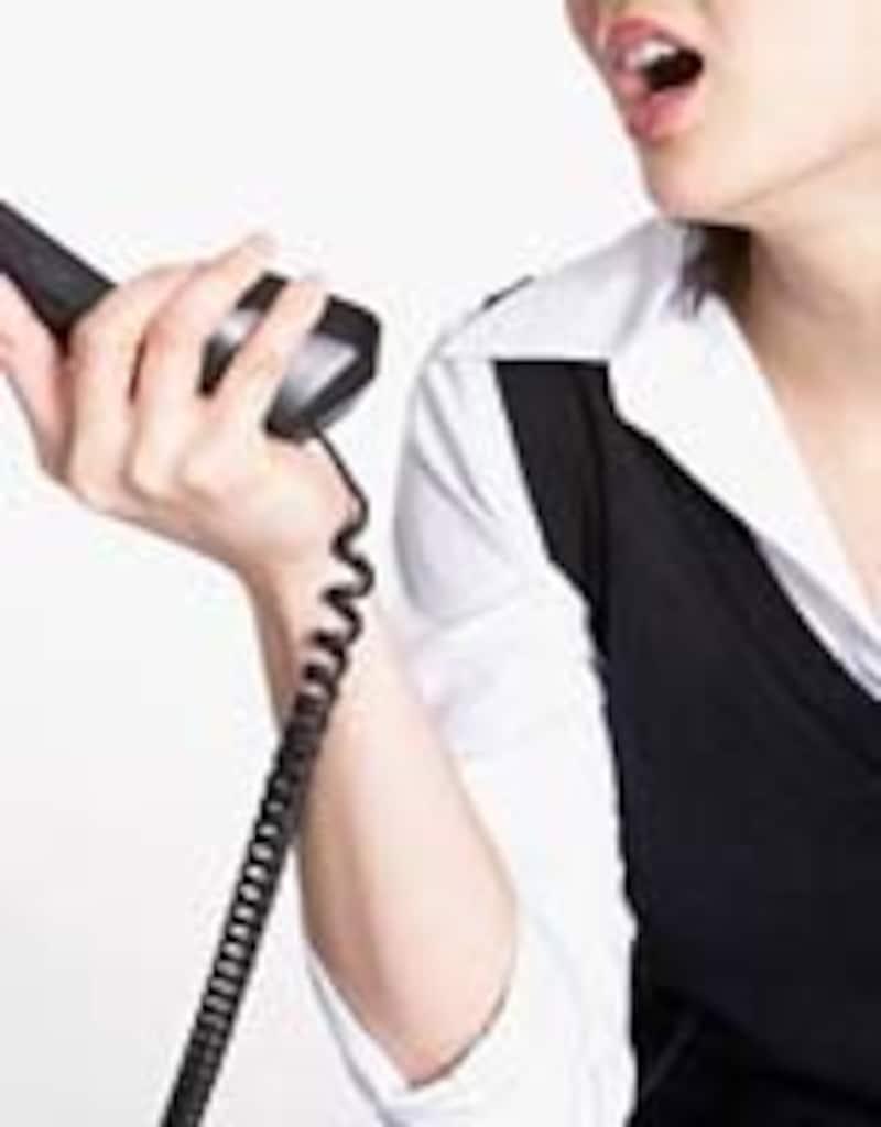 電話の相手は顔が見えない