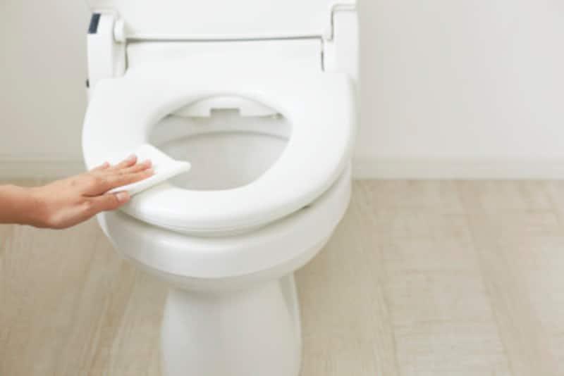 トイレは意外なところにも汚れがつくことも…