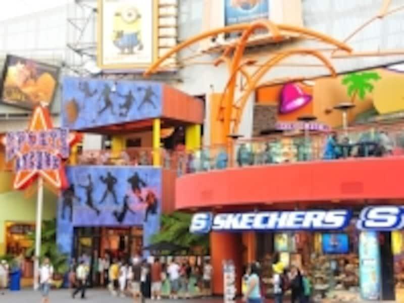 映画やショッピングが楽しめるシティウォーク