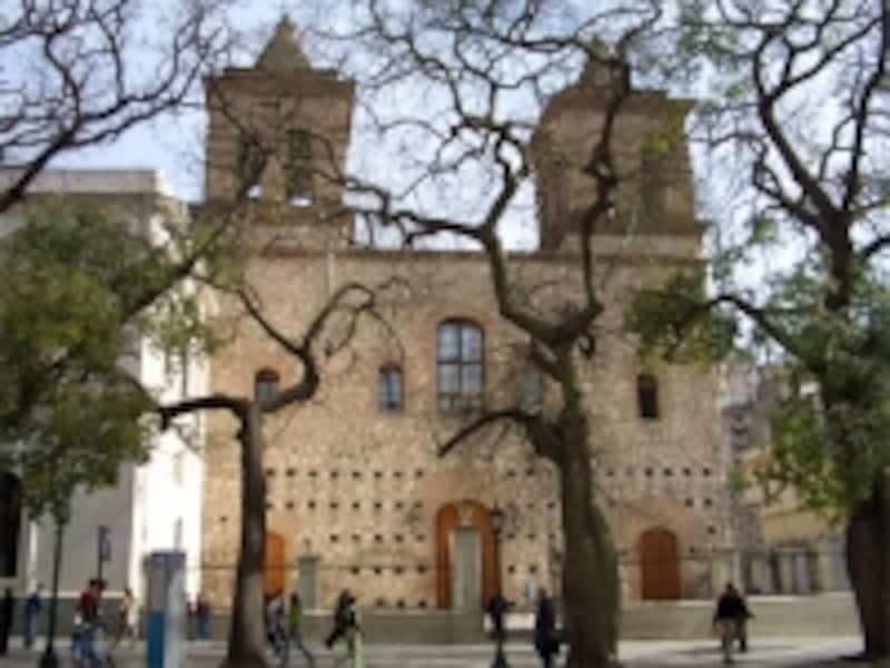 古い町並みを楽しめるのもアルゼンチン観光の特徴