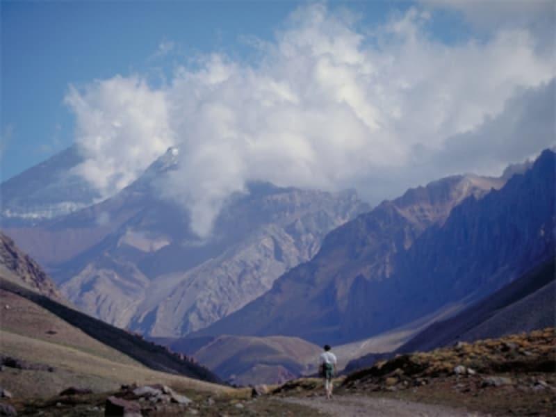 名峰アコンカグアの麓の町メンドーサはワインの名産地 写真提供:アルゼンチン観光局