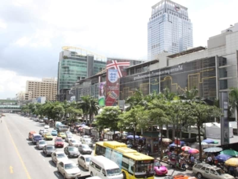 ショッピング、グルメ、ホテルのすべてが揃った観光客には便利なエリア、チットロム