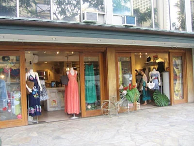 リゾート感あふれるドレスは、ハワイで大活躍するはず