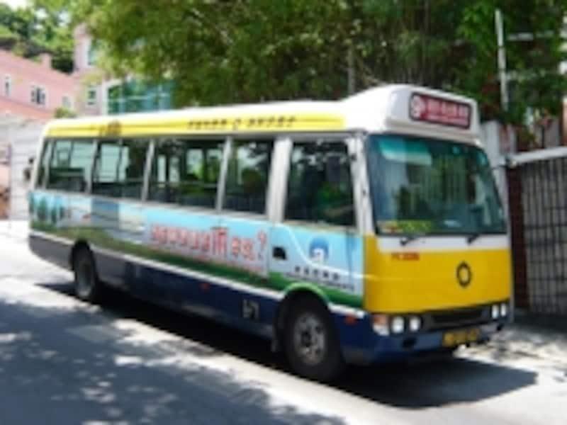 細い道が多いマカオでは小型の路線バスも活躍