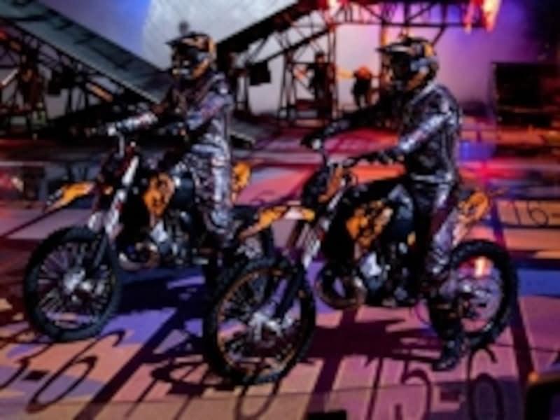 ショーに登場するオートバイ。これがまたスゴイ演技!
